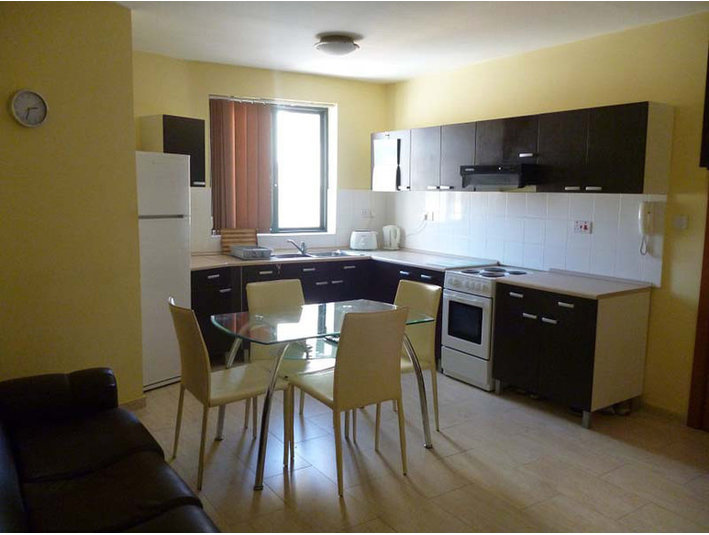 2 bedroom apartment - st' julians - €700 - Pisos