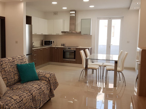Three bedroom modern apartment in central Malta - דירות