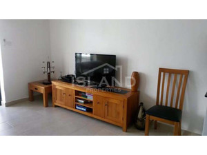 3 bedroom apartment - bugibba - €600 - Pisos