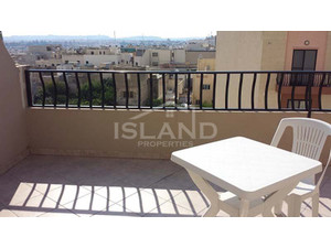3 bedroom Penthouse - Birkirkara - €745 - Pisos