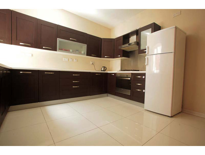 3 bedroom apartement - swieqi - €850 - Apartments