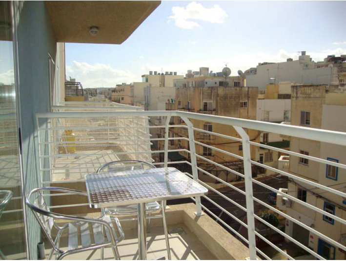 3 bedroom apartment - bugibba - €800 - Apartments