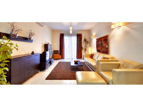 3 bedroom apartment - sliema - €1,300 - Pisos