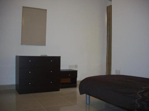 3 bedroom apartment - sliema - €900 - Pisos