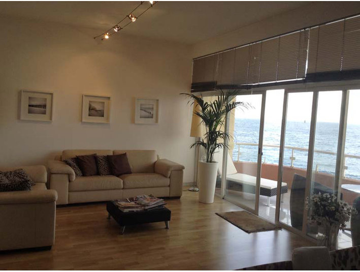 4 bedroom apartment - sliema - €2,500 - Apartments