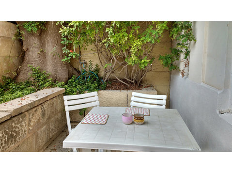 Spacious San Gwann/St Julians apartment with sunny patio - Apartamentos