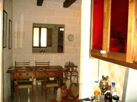 Msida 2  bedroom quiet maisonette - شقق