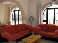Msida 3-bedroom airy flat near University & New Hospital - Apartments