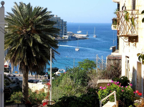 Sliema prime location, side sea view, old college street - Mieszkanie
