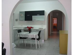 e95 Attard Centre - 3 B'room Apt. Long/Short Stays Sleeps 5+ - Holiday Rentals