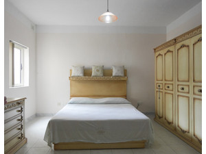 Owner: Attard Centre:SuperKing BED+Ensuite 45nt / Mthly e550 - Holiday Rentals
