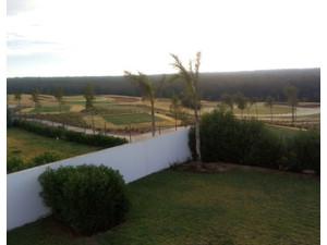 Villa isolée front golf 1000m2 Bouskoura - Куће