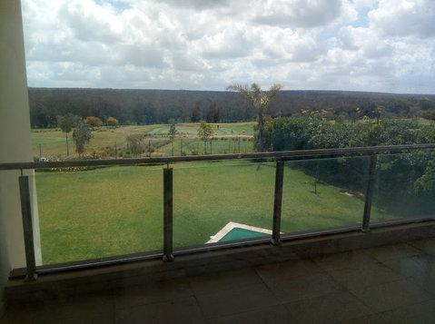 Villa isolée 1200 m2 front golf à Bouskoura - Houses