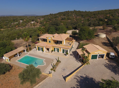 ELEGANT 300 SQM VILLA WITH AMAZING SEA VIEW IN LOULE - Rumah
