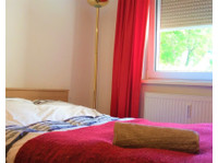 Sunny room in central flat with balcony and nice flatmates:) - WGs/Zimmer