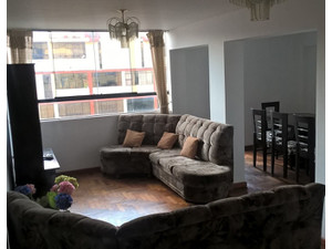 5  bedroom triplex apartment, perfect location! - Dzīvokļi
