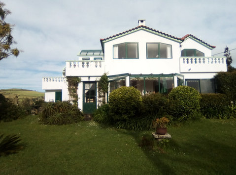 AZORES - Sao Miguel: Cozy villa with guest rooms - Houses
