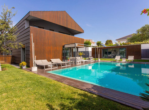 BEAUTIFUL AND MODERN 7 BEDROOM VILLA IN PAREDE CASCAIS - Huizen