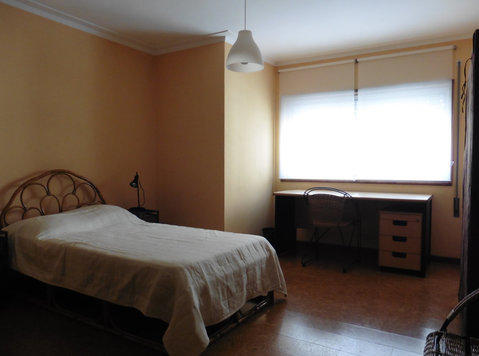 Bedroom with double bed - Flatshare