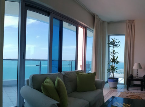 Master en-suite bedroom  ASAS Towers - amazing seafront - Flatshare