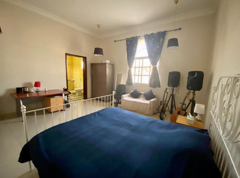 Room in West Bay - Appartements