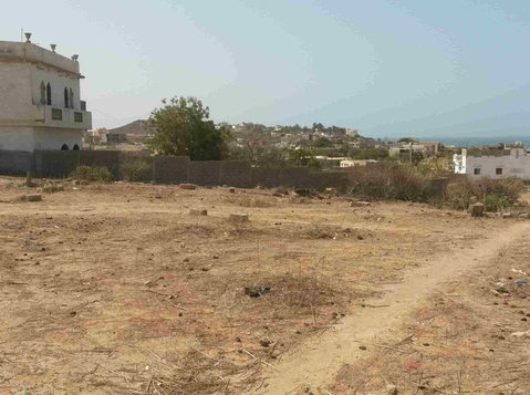 Yene: lot for sale, ca. 340 m2 close to road, residential - 地产