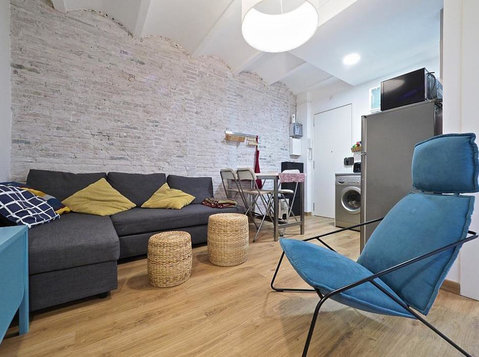 Charming 1 Bedroom Apartment, Barceloneta - Apartments