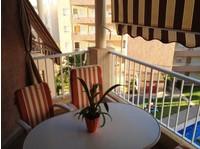 Magnifique appartement à seulement 300 mètres de la plage. - Maisons