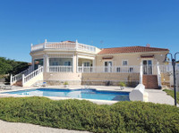 Stunning perfectly maintained villa in Catral