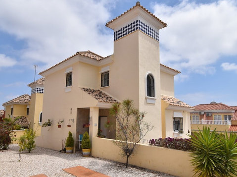 3 bed 2 bath Detached Villa in Villamartin - Casas