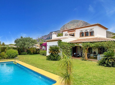 Villa for sale with Javea Montgo views - Houses