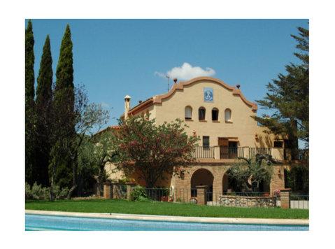 Luxus Finca auf 47 hct. Land mit Weinbergen und mehr,Spanien - Häuser