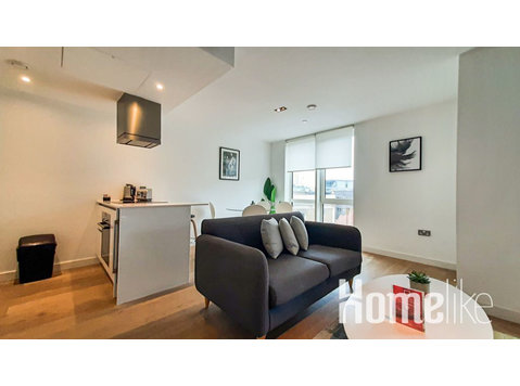 Stunning One Bedroom Apartment with Balcony in Iconic… - Apartments