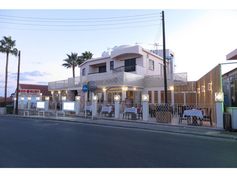 Waitress/waiter wanted at Ayia Napa,Cyprus - Restauración