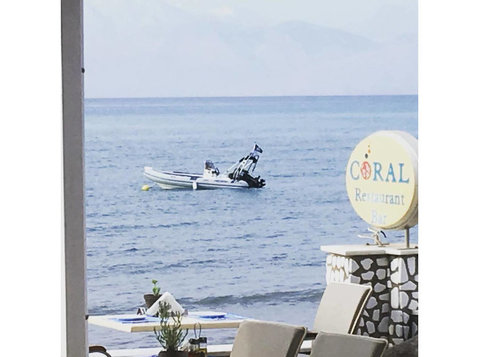 Hotel Coral in Greece is looking for new team members - Restaurant