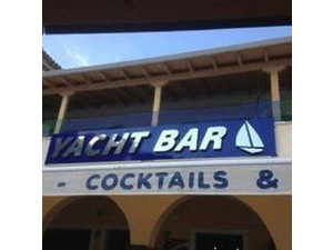 Waitress/waiter and kitchen help wanted for the Yacht bar - کار در بار